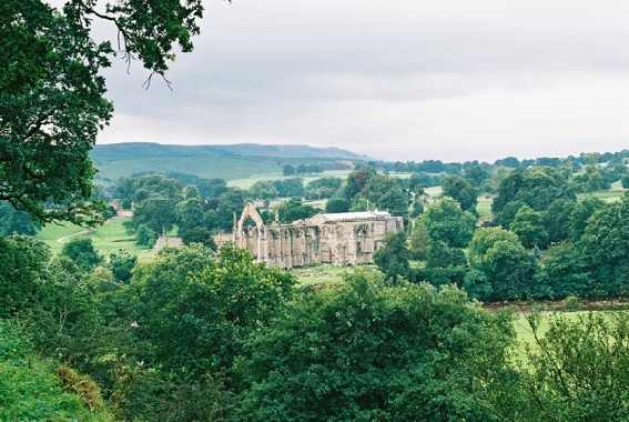 View of Bolton Abbey.jpg (42947 bytes)